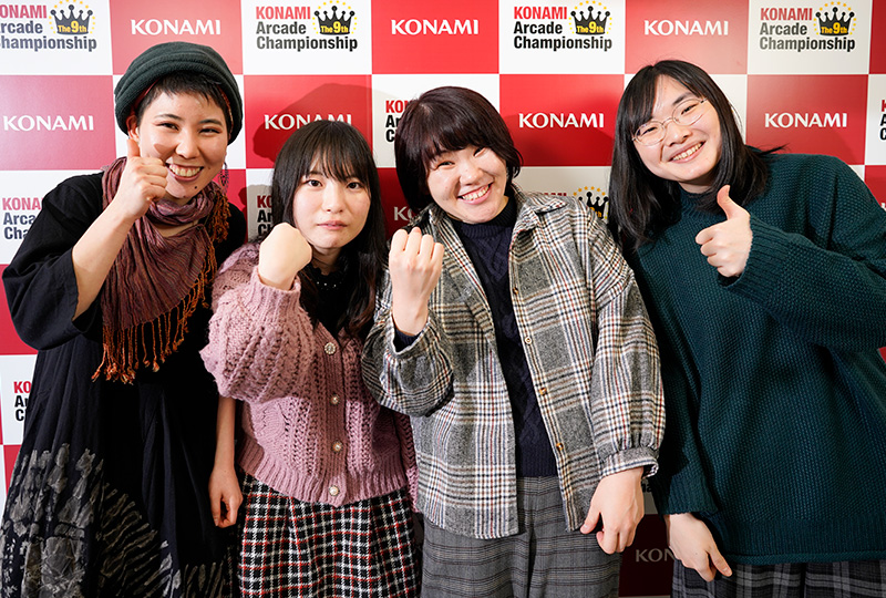 (左から)CroWN選手、Mぷに選手、あめ選手、Shoko選手